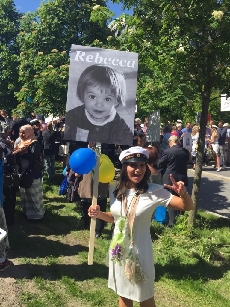 Ruotsissa on tapana tehdä ylioppilaalle kyltti hänen omasta, usein lapsuudenkuvastaan