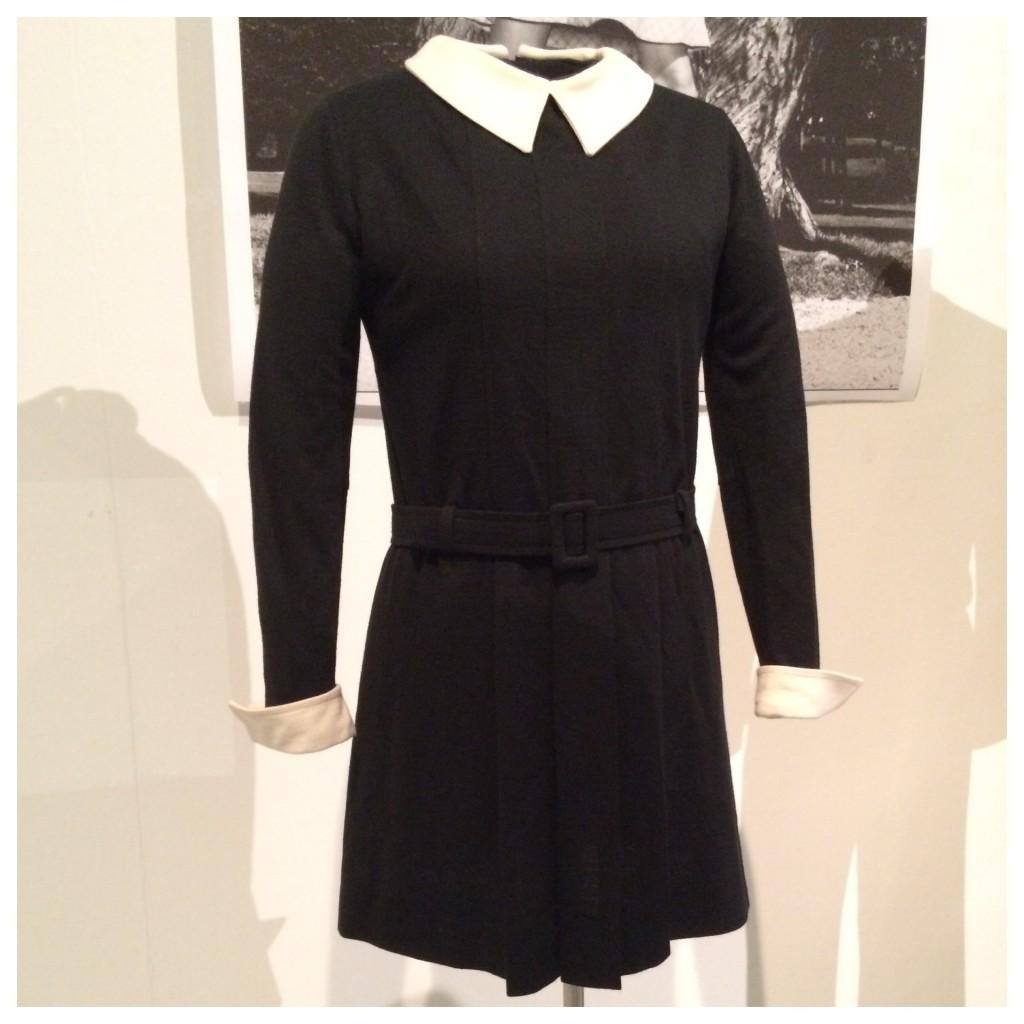 Tämä mustavalkoinen mekko on peräisin vuodelta 1967. Neulosmekko oli Piretan ensimmäinen tuote.