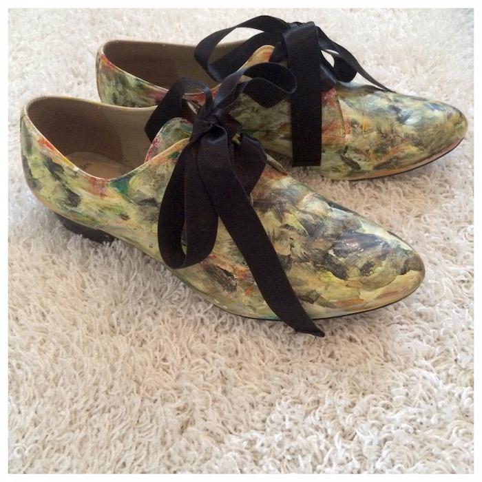 Ostan kirppareilta harvemmin kenkiä, mutta nämä nähdessäni en voinut sanoa ei. 2 euroa näistä ei ole mielestäni paha hinta. Sitä paitsi kengät olivat kaikin puolin hyvässä kunnossa.