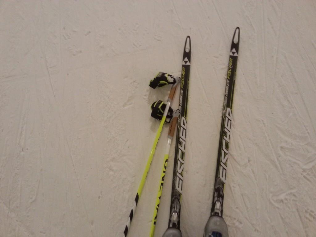 Kauden ensimmäiset hiihtokilsat Leppävirran putkessa. Hyvin sujunut juoksukesä tuntui ladulla. Suksi luisti talven ekalla lenkillä aiempia vuosia sujuvammin.