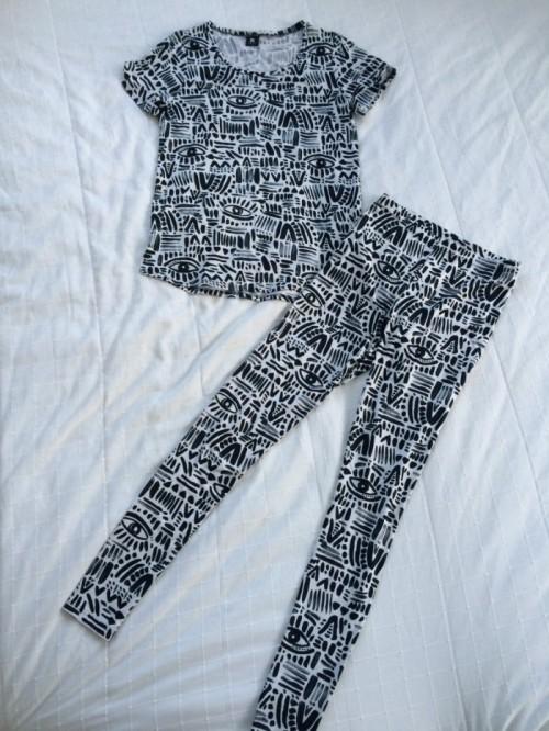 Katri Niskasen Nansolle suunnittelemat leggingsit ja t-paita ovat ihastuttavat. Käytän niitä sekä yhdessä että erikseen.