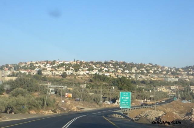 Isäntäperheen 5000 asukkaan kylä siintää edessä